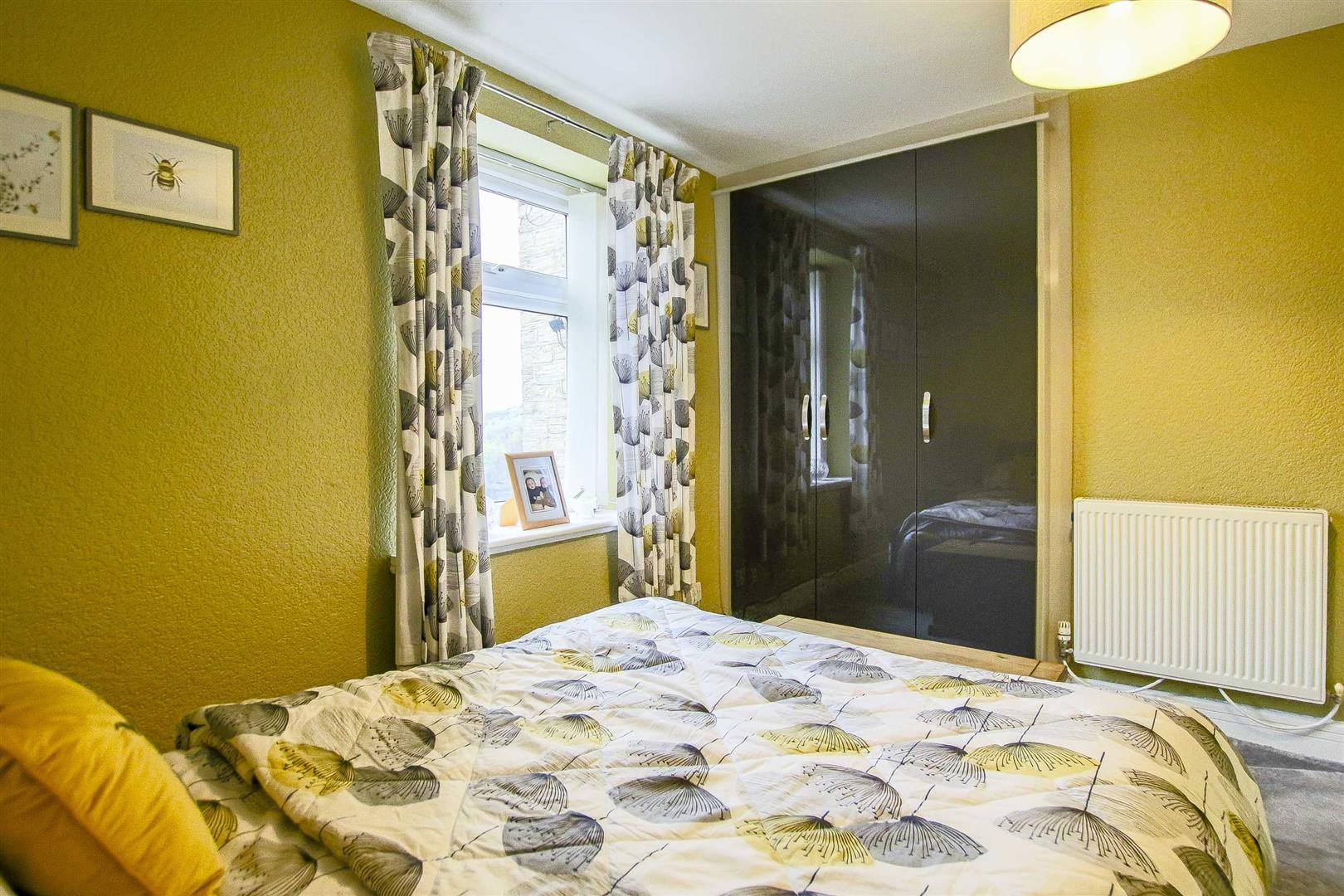 3 Bedroom Mid Terrace House For Sale - Image 14